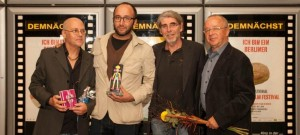 Preisverleihung IUFF 2016; v.l.n.r.: Norbert Suchanek (Festivaldirektor), Matteo Gagliardi, Uwe Bünker (Festivalschirmherr), Manfred Mohr.